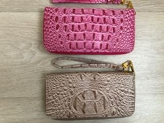 ecf7c7189367 Продам кошельки. Привезены из Тайланда. Цвет бежевый, розовый (под  крокодила). Абсолютно новые. Размер 10 * 20 см. Цена за один 450 руб.